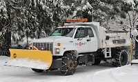 TriMet truck with snowplow and tire chains, 2008